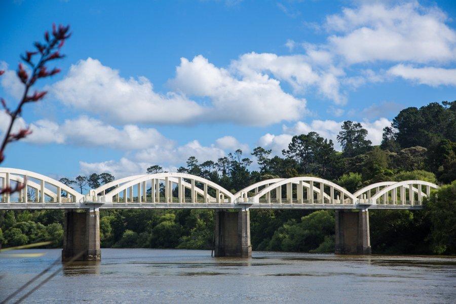 tuakau-bridge blue sky